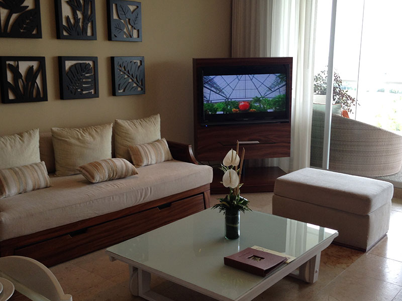 grand-bliss-1-bedroom-living-room-tv