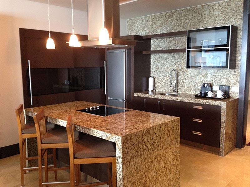 grand-luxxe-1-bedroom-kitchen