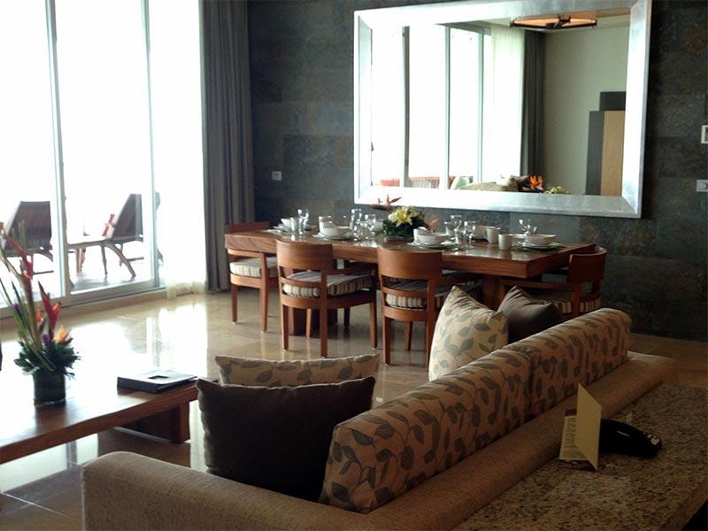 grand-luxxe-1-bedroom-living-room