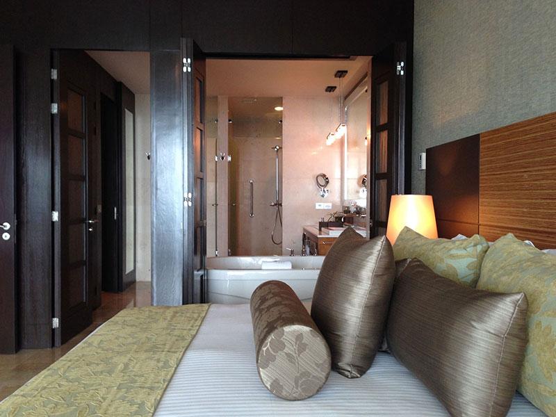 grand-luxxe-jr-villa-bedroom-alt