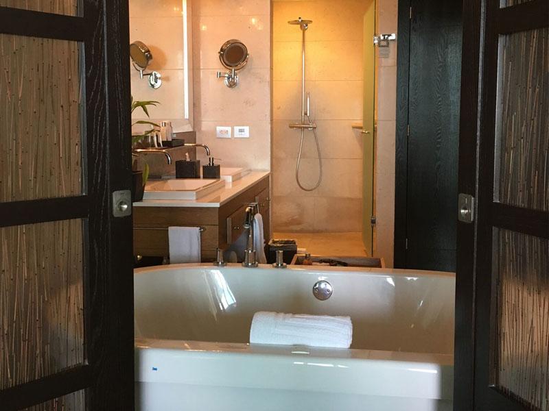 presidential-punta-suite-bath