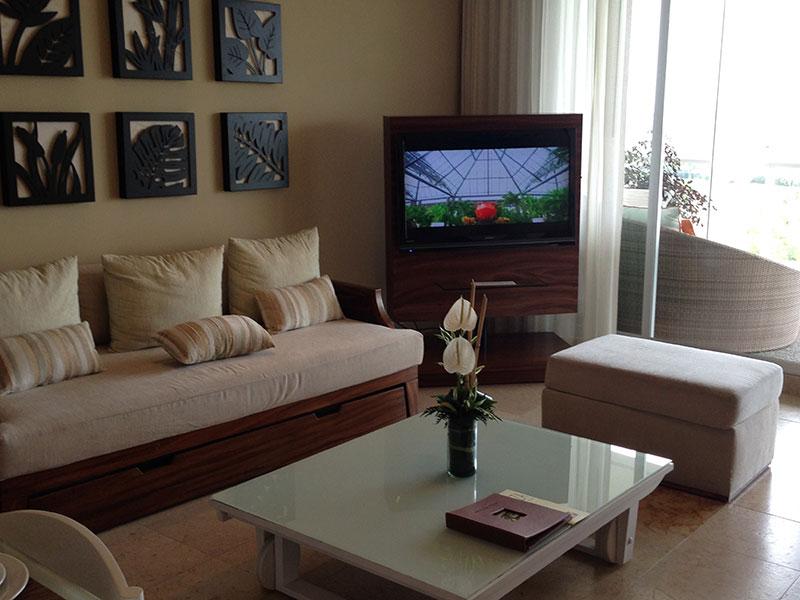 grand-bliss-1-bedroom-living-room-tv