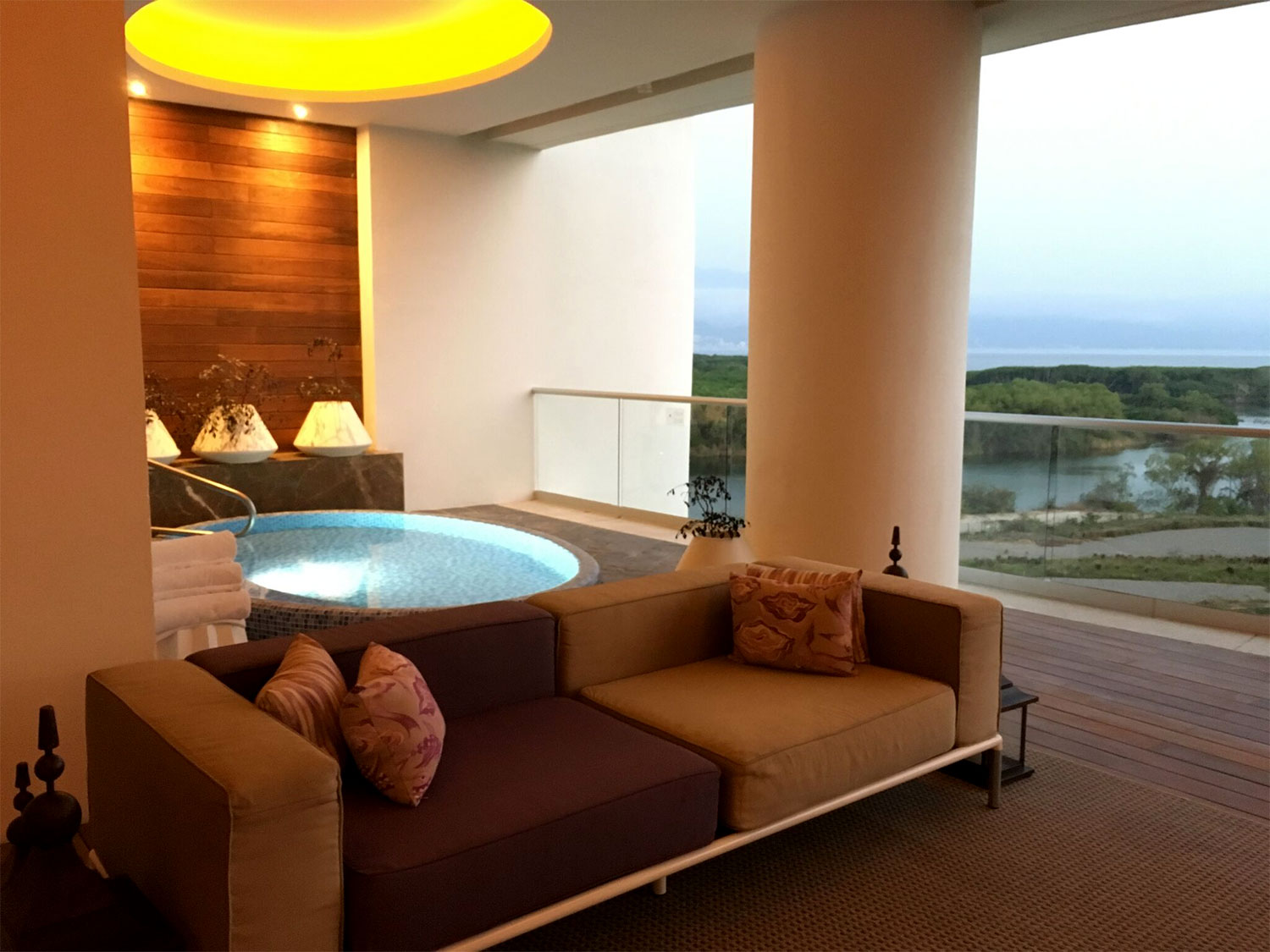 grand-luxxe-residence-4-bedroom-jacuzzi