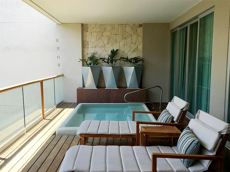 grand-luxxe-spa-deck-thumb