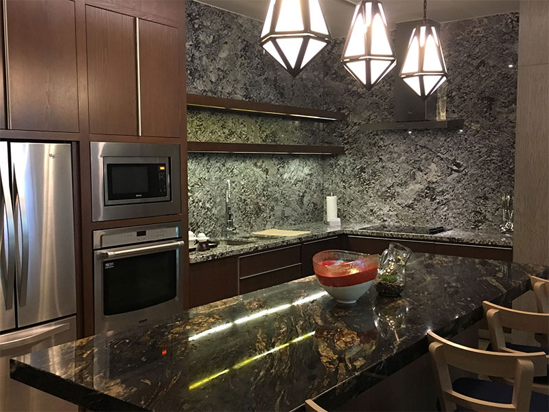 grand-luxxe-residence-4-bedroom-kitchen-island