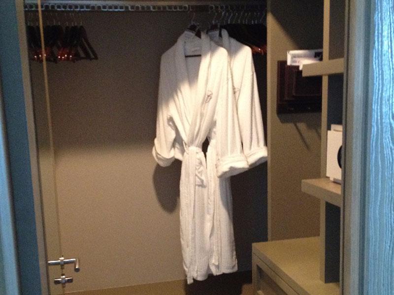 grand-luxxe-spa-tower-spa-closet